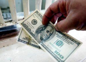 Курс доллара поднялся до 62,4677 рубля