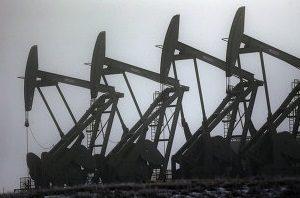 На рубль давят цены на нефть