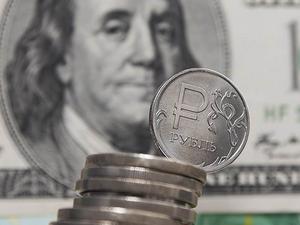 Российский рубль продолжает терять позиции