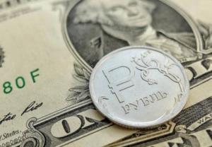 Рубль укрепился к основным валютам