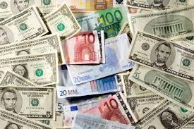 На открытии торгов курсы доллара и евро растут