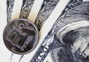На открытии торгов понедельника рубль укрепляется