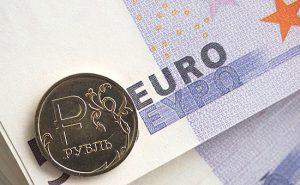Евро оценивают меньше, чем в 70,5 рубля